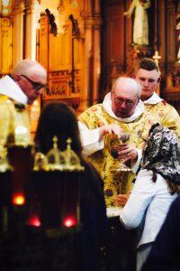 traditional mass holy communion